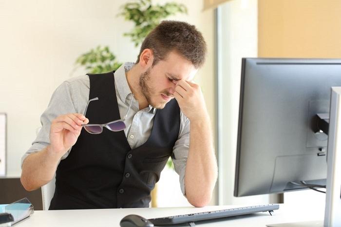 کاهش خستگی چشم در استفاده طولانی مدت از کامپیوتر با قانون 20-20-20